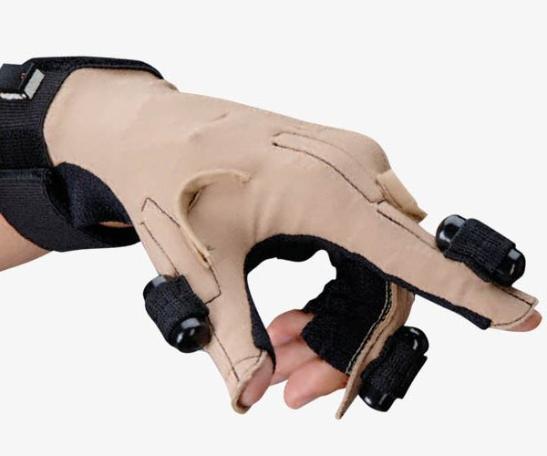cybertouch-cybergloves-system-guantes-Aumentaty-Solutions-1